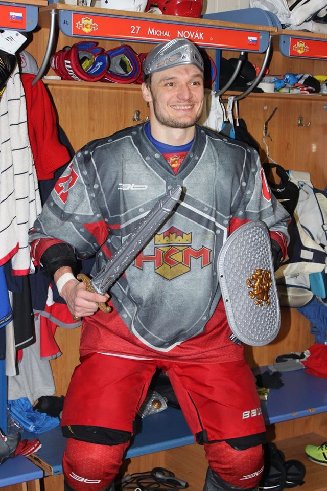 085462392 Michalovi Novákovi ďakujeme za odvedené služby pre náš klub a v ďalšej  hokejovej kariére mu želáme veľa úspechov.